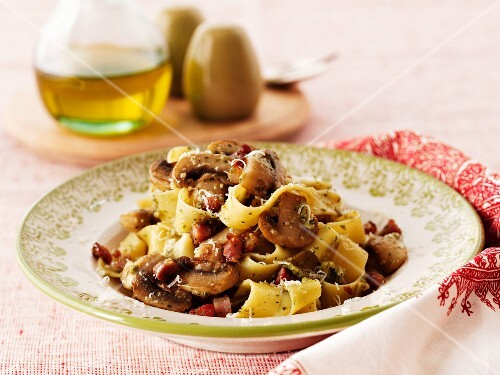Pappardelle with mushrooms and bacon