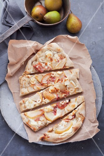 Tarte flambée with pears