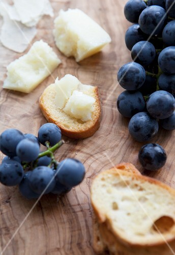 Grapes, bread and cheese