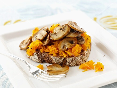 Toast topped with pumpkin and mushrooms