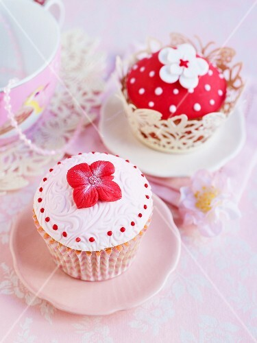Cupcakes decorated in red and white