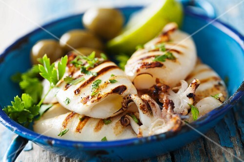 Grilled squid with parsley, lemons and olive