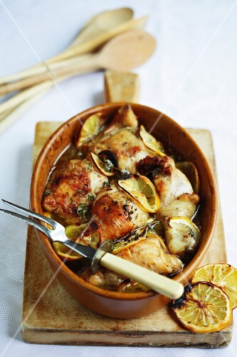 Roast chicken with lemon slices