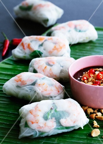 Spring rolls with chilli and peanut dip (Asia)