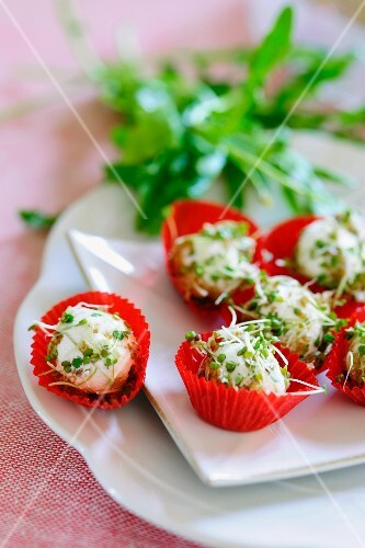 Cream cheese balls with rocket and cress