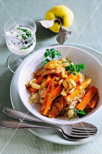 Bulgur with carrots and quinces