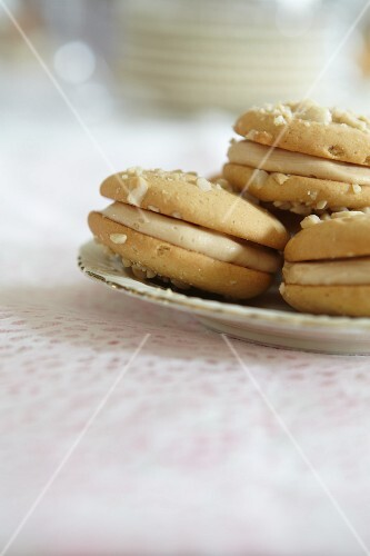 Nut biscuits with a creamy filling
