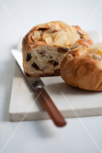 Hefezopf (sweet bread from southern Germany) with figs and raisins
