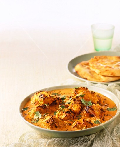 Chicken tikka masala with flatbread (India)