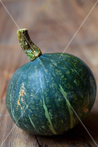 A green winter squash