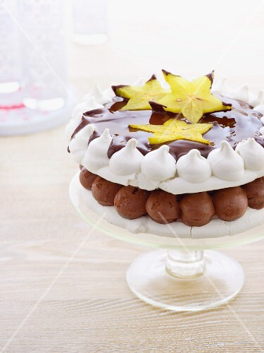 Pavlova with chocolate and starfruit for Christmas
