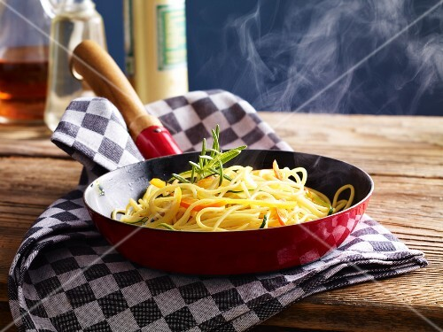 Spaghetti in the pan with zucchini and pepper strips