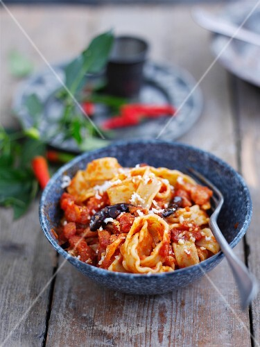 Pasta all'amatriciana (pasta with bacon and tomato sauce)