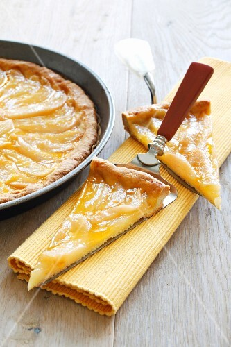 Pear tart with apricot glaze