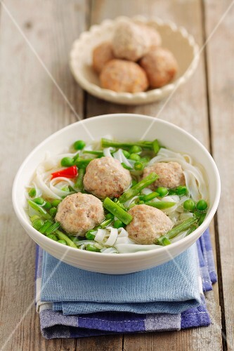 Soup with rice noodles and chicken meatballs