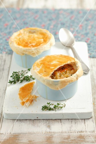 Onion soup with puff pastry crust