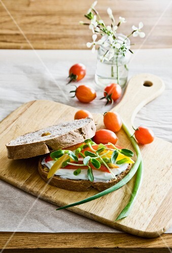 Sandwich with cream cheese, pepper and sprouts