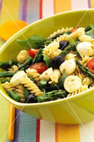 Pasta salad with asparagus and olives