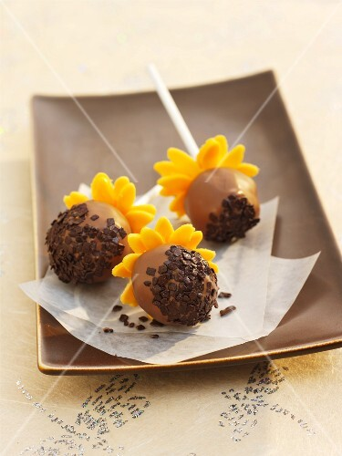 Cake pops decorated to look like sunflowers