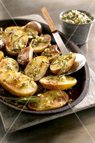 Patate al forno (roast potatoes with garlic and rosemary)