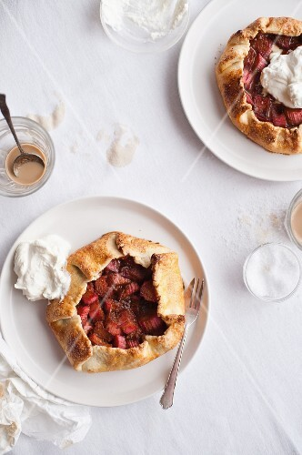 Galettes (sweet pancakes) with fruit and cream
