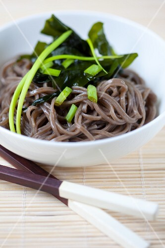 Soba noodles with wakame and chives (Japan)