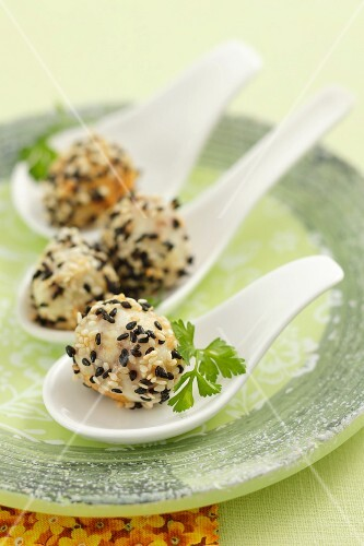 Quail's eggs with sesame seeds