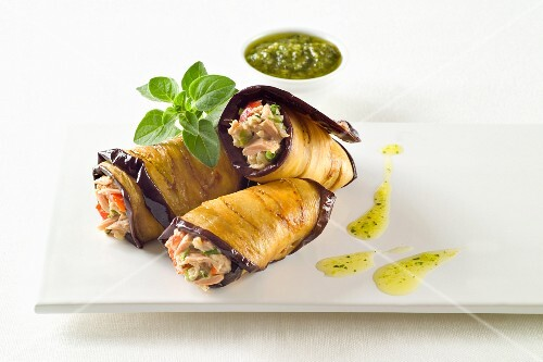 Aubergine rolls filled with tuna