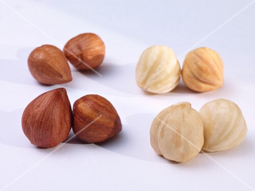 Hazelnuts with and without skin