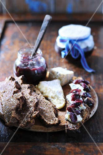 Spelt bread topped with cheese and grape jam