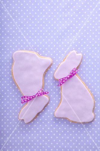 Shortbread Easter bunnies with sugar glaze