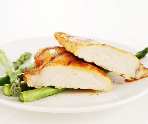 Barbecued chicken breast with asparagus