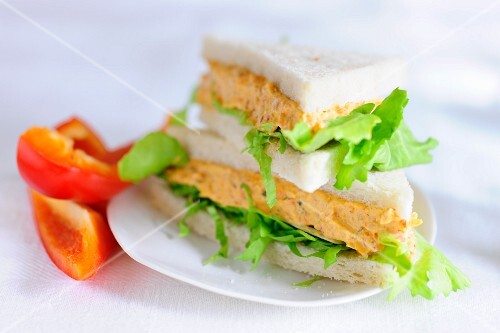 Sandwiches filled with tofu and pepper spread
