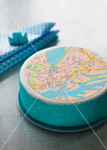 A layer cake featuring a map of Hamburg