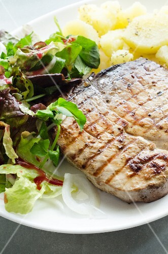 Barbecued tuna steak with potatoes and salad