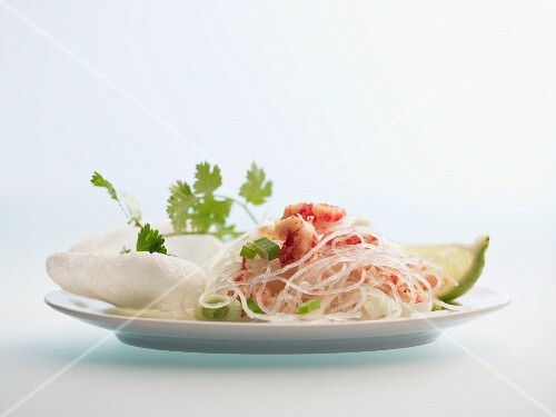 Cellophane noodle salad with prawns and prawn crackers
