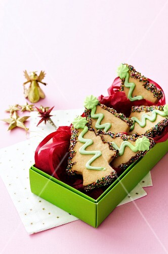 Christmas-tree shaped biscuits in a gift box
