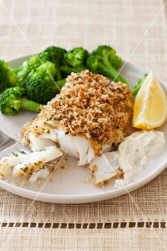 Breaded and Baked Cod with Broccoli and Lemon