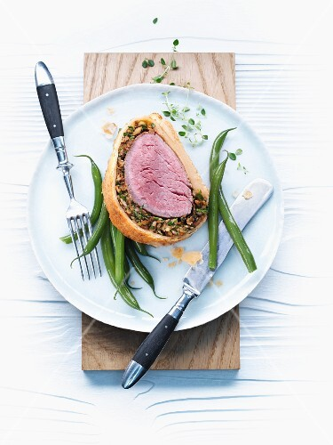 Beef Wellington (fillet of beef wrapped in puff pastry) with green beans