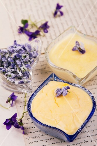 Vanilla cream with violets