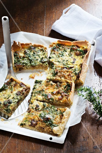 Onion tart with chestnuts and parsley