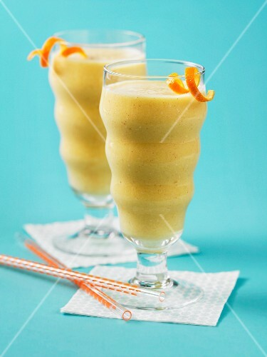 Cinnamon and pineapple smoothies