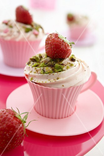 Strawberry cupcakes with pistachios