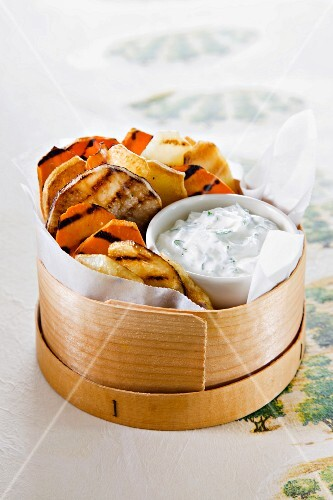 Grilled vegetables with dip