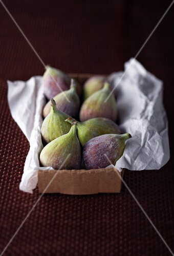 Fresh figs on paper in a box