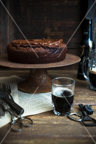 Stout cake with toffee sauce (chocolate cake, England)