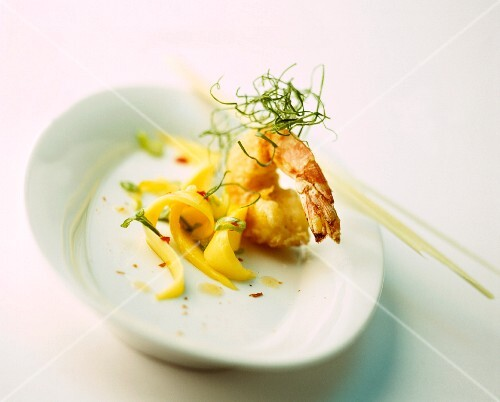 Deep-fried prawn with mango strips