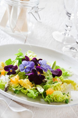 Salad leaves with oranges and edible flowers