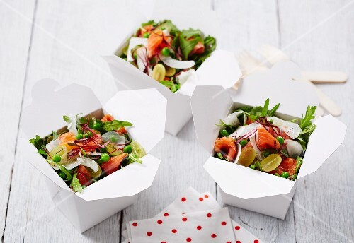 Rocket salad with salmon trout, grapes and peas in takeaway containers