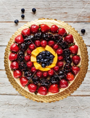 Cheesecake with Sliced Berries and Mango